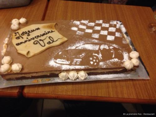 Anniversaire personnalisé: entremet au chocolat décoré
