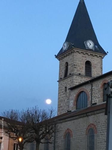 Une terrasse au calme, place de l'église